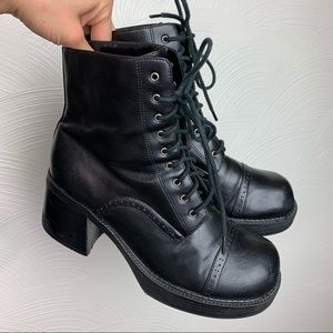 Sketchers Chunky Y2K Platform Boots Lace Up 10